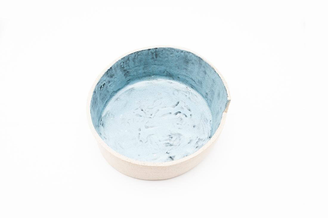 contenitore smaltato azzurro
